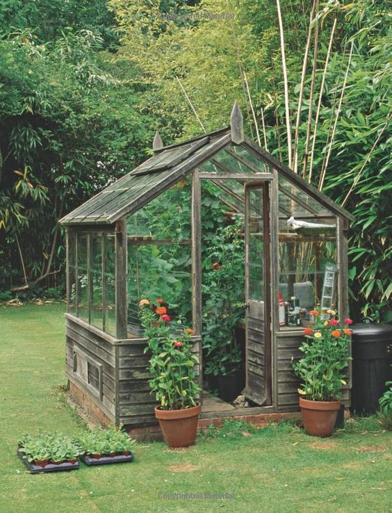 Serre en bois jardin pinterest jardins serres et inspiration - Serre en bois de palette ...