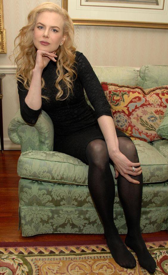 зрелая жен в черных колготках фото