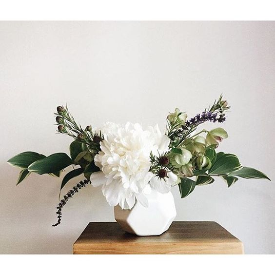 Acacia Vase + florals via @daylightminddesign #floral #flowers #arrangement #wedding #centerpiece #party