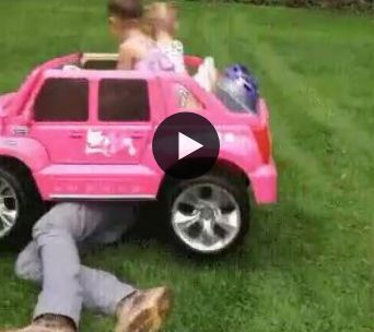 Atropelando o papai de carro