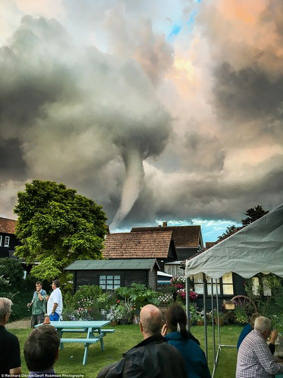 Stunned drinkers outside Suffolk village pub witness a wild tornado circling their heads   Daily Mail Online
