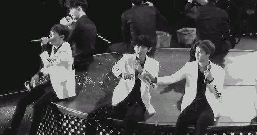 "Sehun and Chanyeol make a ""snow"" heart <3..... aww too cute"