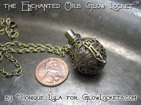 Glowies.net - Enchanted Orb Glow Locket with UV Light & 4 Glow Colors
