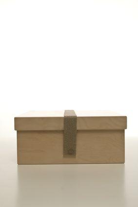 scatola in betulla con fettuccia in lino. cm.35x35xh.15