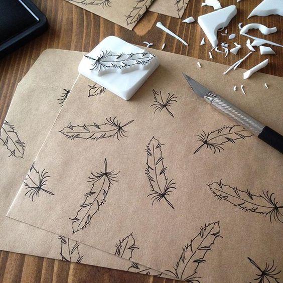 フェザー、たくさん捺すと良い感じです。 #消しゴムはんこ#eraserstamp#ハンドメイド#スタンプ#イラスト#フェザー#handmade#feather #tamsworks