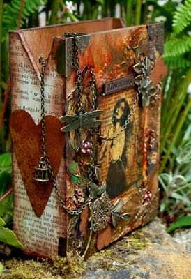 Beautiful wooden carrier box...check out this artists blog. She is amazing!