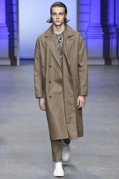 See the complete Tiger of Sweden Spring 2017 Menswear collection.