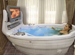 Give me this bath tub, and I'm never leaving the bathroom! :P