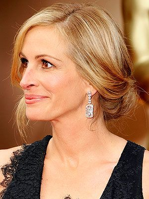 Julia Roberts's Beauty Team On Her Blonde Hair and Oscars Look http://stylenews.peoplestylewatch.com/2014/03/03/julia-roberts-blonde-hair-oscars-2014-updo/