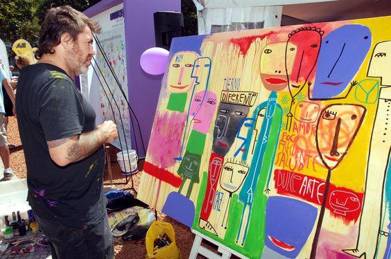 Milo Lockett pintó un cuadro al aire libre para promover la inclusión de los pacientes con enfermedades poco frecuentes. Más fotografías: http://clarincomhd.tumblr.com/tagged/El-D%C3%ADa-en-Fotos