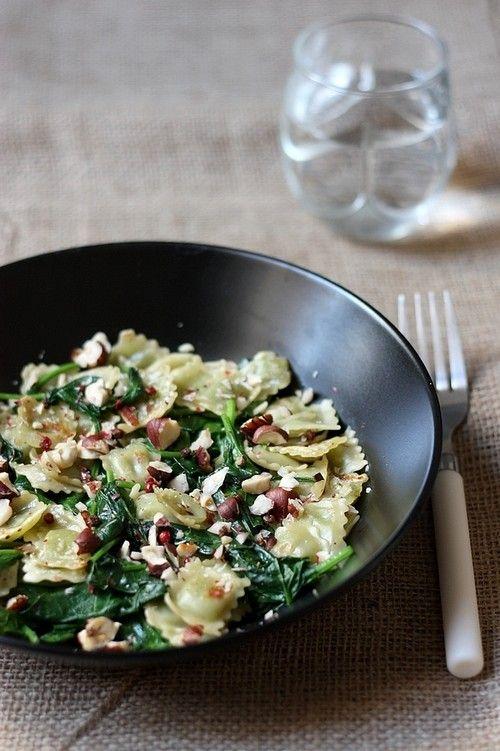 Ravioles sautées aux épinards, noisettes grillées   Gourmandiseries - Blog de recettes de cuisine simples et gourmandes