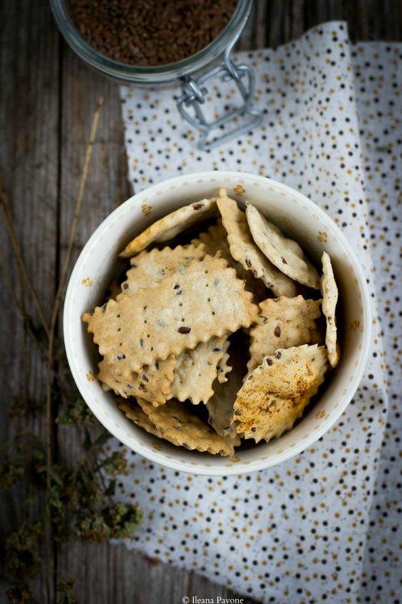 Crackers al farro con origano e semi di lino...spelt flour, olive oil, water, dried oregano, flax seed, smoked paprika, salt