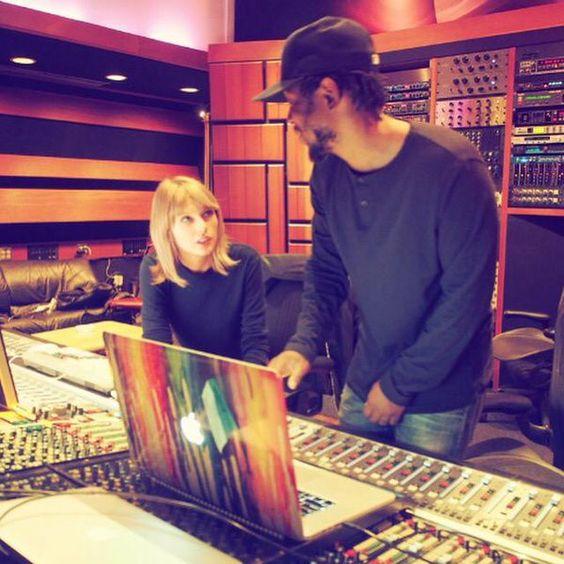 Taylor en estudios