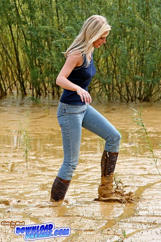 Girls in mud | girls in muddy jeans