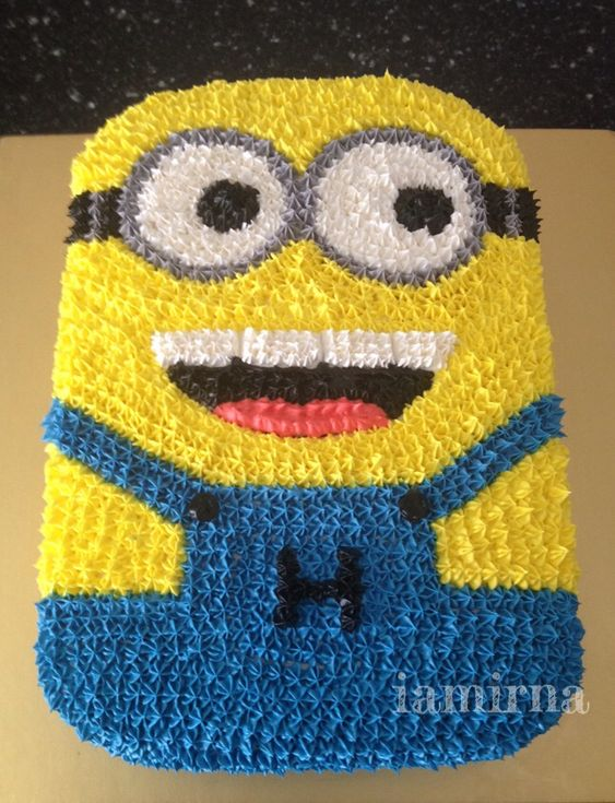 Piped cream minion cake party things pinterest minion cakes birthdays and cakes - Cake decorations minions ...