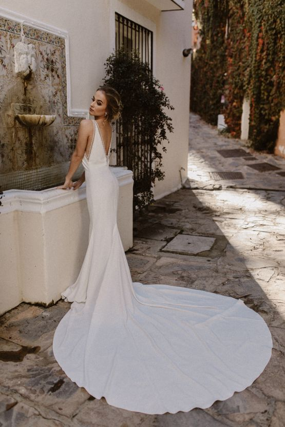 This Shoot Is Why Spanish Wedding Dress Designers Are Trending So Hard Low Back Wedding Gowns Spanish Wedding Dress Designers Wedding Dresses