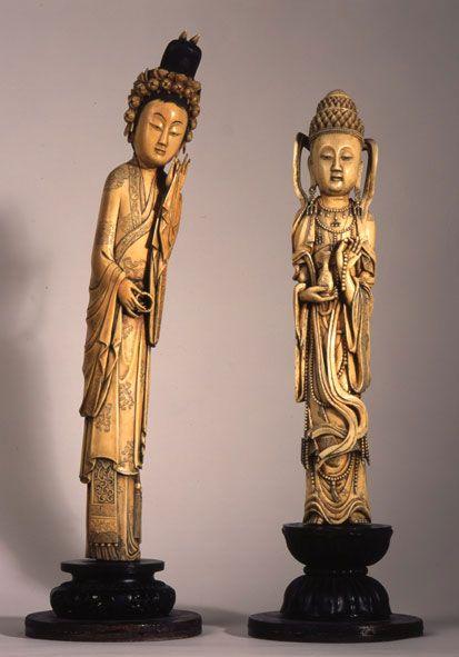 Ivoires - Les oeuvres proviennent essentiellement de Chine et d'Asie du Sud Est.  Musée des Arts d'Afrique et d'Asie de Vichy