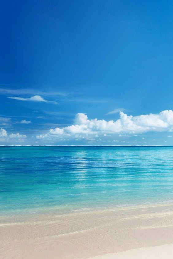 I love the blue sea with the blue sky ,
