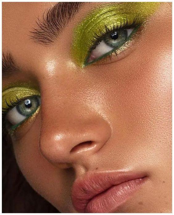 Clique na foto e aprenda as principais técnicas da maquiagem profissional __________________________________________________________ #maquiagem #maquiagempassoapasso #maquiagemfesta #maquiagemformatura #instagram #tutorial #makeup maquiagem formatura maquiagem como fazer maquiagem tutorial maquiagem carnaval maquiagem colorida maquiagem fantasia maquiagem passo a passo maquiagem festa #reveillon #makefesta make festa #maquiagem festa make reveillon ano novo #anonovo #2020 #verao #carnaval #festa
