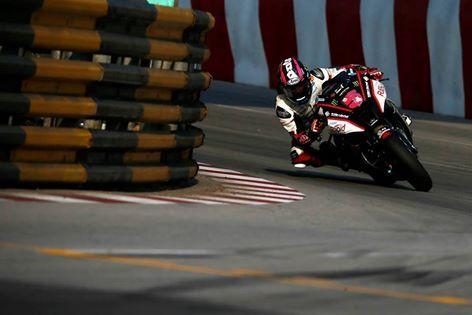 O Grande Prêmio de Macau está entre as mais arriscadas corridas de rua do mundo. Confira no link >>> http://carroonline.terra.com.br/motociclismoonline/noticias/competicoes-competicoes/stuart-easton-venceu-o-grande-premio-de-macau/?rlabs como foi a edição de 2014, realizada neste sábado, dia 15, incluindo vídeo! #Macau #roadracing #moto #motociclismo