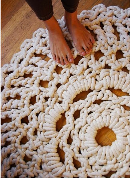 Crocheted rope doily rug.  Made by hand... literally.  No hook required. ... Oh wow. I totally have to figure out how to do this!