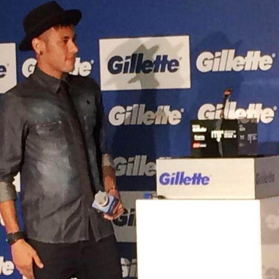 """""""Eu acho que não dá para reclamar dos árbitros"""", brincou Neymar sobre a suspensão. """"Não gosto de ficar de fora de jogo, treino, nem de nada. E no momento que deixei de ajudar meus companheiros me senti muito mal. Não posso errar mais por coisas bobas. Eu errei, e aprendi muito com isso. Irei me esforçar muito para não acontecer"""", disse Neymar."""