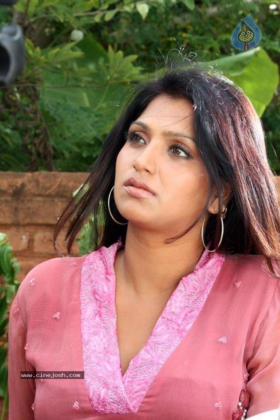 malayalam-hot-actress-bhuvaneswari-spicy-stills-21