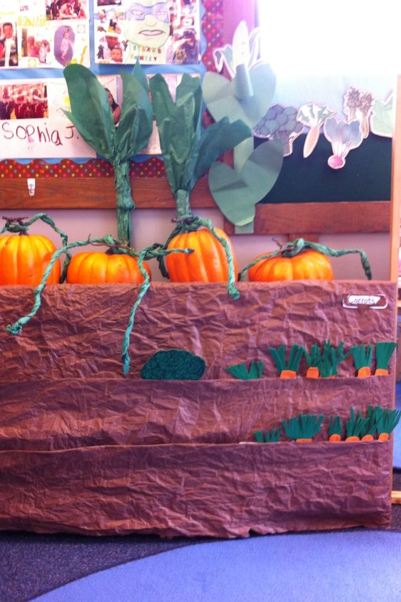 Pumpkin patch dramatic play ideas about dinosaurs