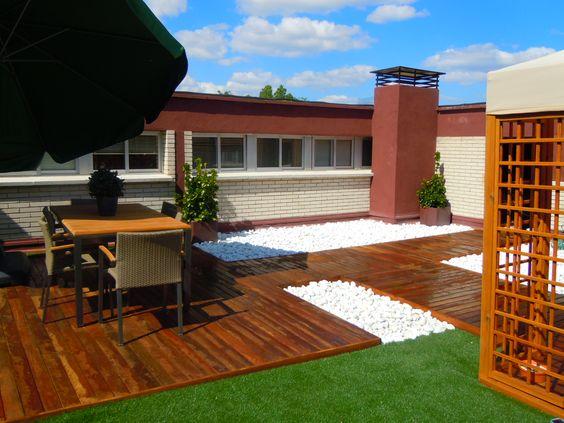 Terraza con c sped artificial y tarima de madera ipe terraces - Cesped artificial terraza ...