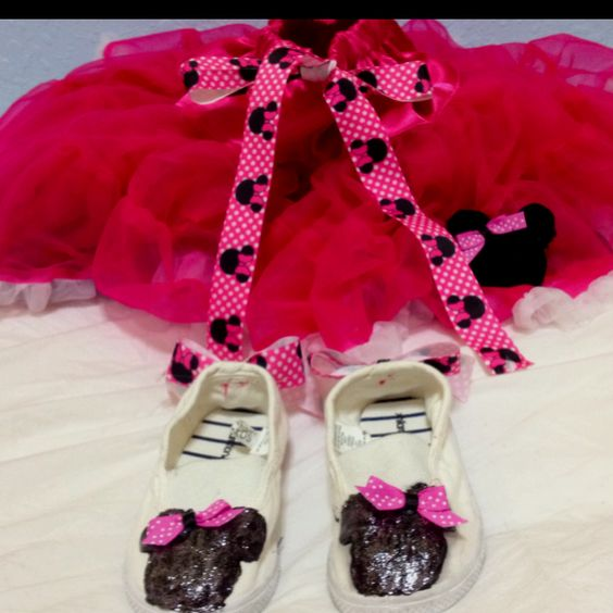 Pettiskirt, Minnie Mouse painted shoes, and Minnie Mouse rolled flower hair clip! Minnie Mouse Birthday!!