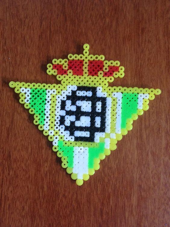 escudo de futbol echo de los tubitos de hama beads
