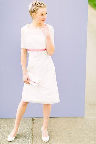 Brautkleid kurz, Standesamtbrautkleid mit transparentem Brautbolero aus Organza (www.noni-mode.de - Foto: Le Hai Linh)