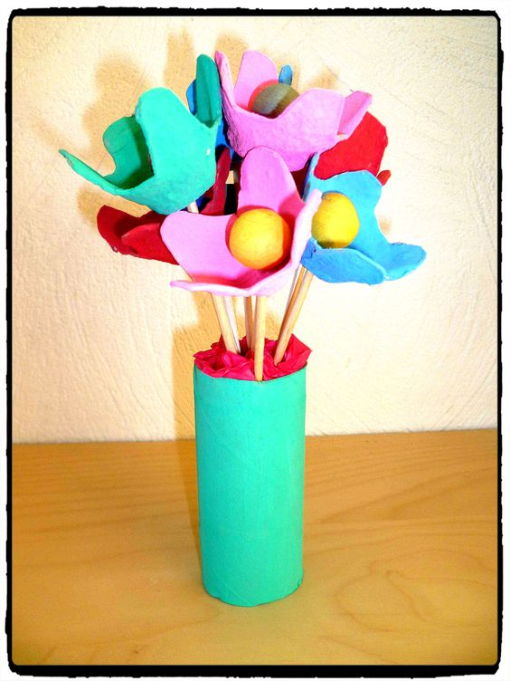 bricolage enfant fleurs boite oeufs printemps pinterest bricolage. Black Bedroom Furniture Sets. Home Design Ideas