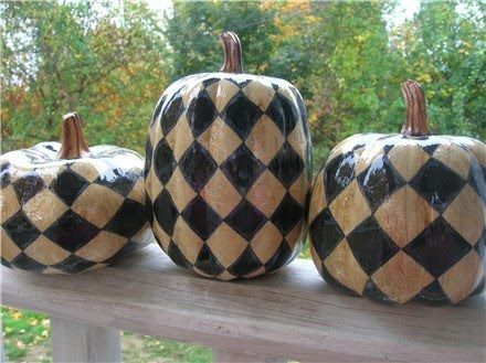 Love the primitive harlequin look!