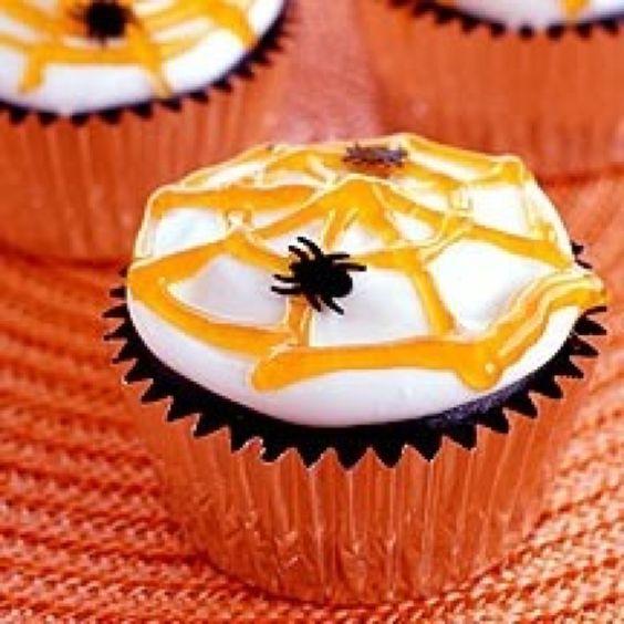 Halloween spider web cupcake!!   Cute Cupcakes   Pinterest ...
