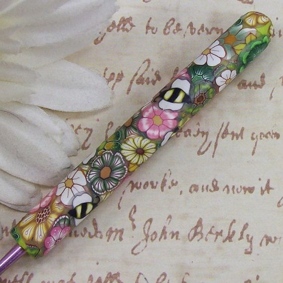 Love the bees on this crochet hook.  It's so pretty!
