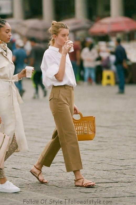 A Weekend Outfit That 39 S Equally Stylish And Comfortable Weekend Outfit Weekend Dresses Tan Pants