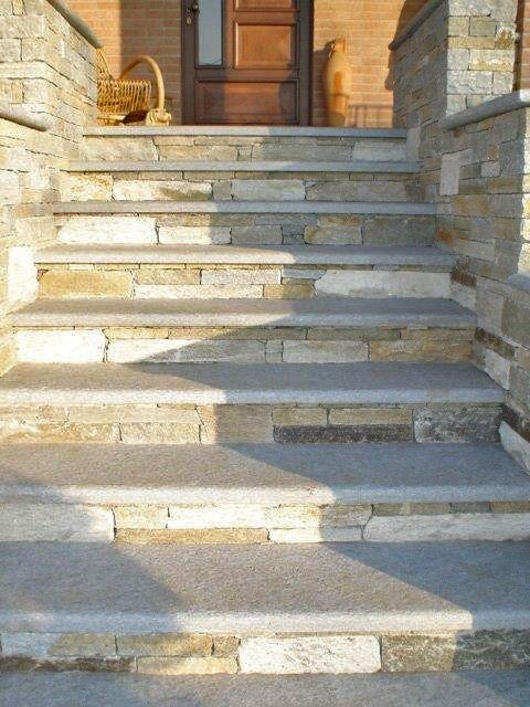 Escalier En Pierres De Luzerne Parement Pierre Exterieur Escalier Exterieur Escalier En Pierre