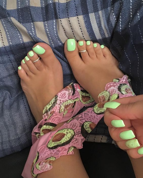 30 Summer Toe Nail Design Ideas To Keep Your Style On Point Even If You Have Sand Between In 2020 Summer Toe Nails Summer Nails Colors Designs Toenail Designs Summer