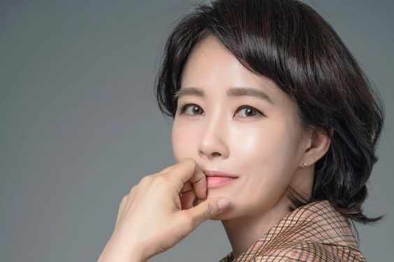 "Kim Sun Ah Talks About ""Children Of Nobody"" + Winning Her 1st Daesang In 13 Years"