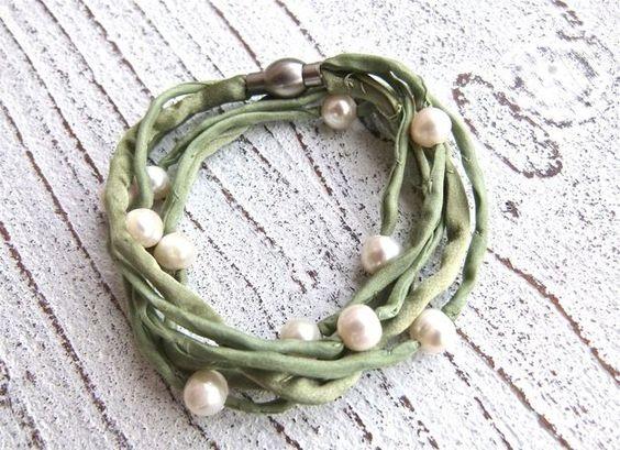 Seidenarmband mit Süßwasserperlen zum Wickeln in grün von Charme-charmant 24,00 €