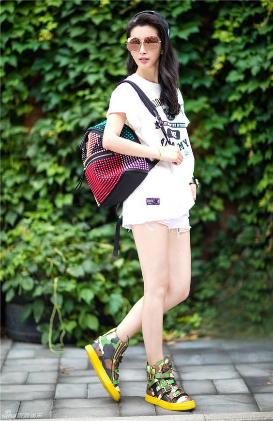 Chinese actress Li Bingbing  http://www.chinaentertainmentnews.com/2015/07/street-shots-of-li-bingbing.html