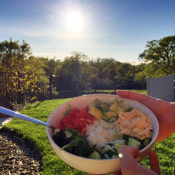 Gister plaatste ik één van mijn favoriete gerechten, vandaag nog zo eentje. Deze rijstbowls zijn zo simpel en zo makkelijk en zooooo lekker dat we ze regelmatig eten hier. Ideaal! Deze is met tonij…