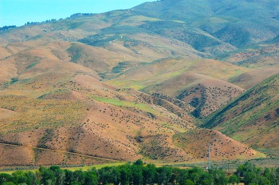 The foothills are your backyard!