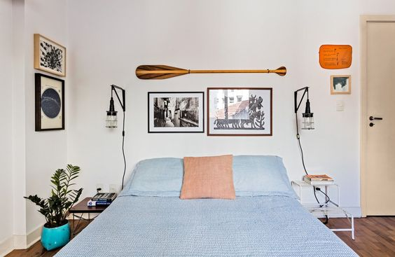 17-decoracao-quarto-casal-cama-baixa-parede-quadros