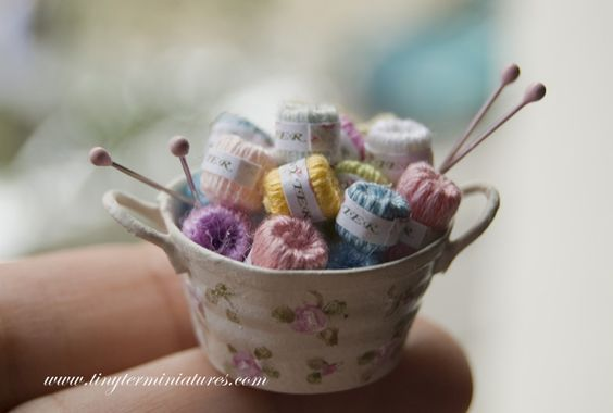 A precious bowl of colourful wools and knitting needles from Tiny Ter Miniatures: costura: