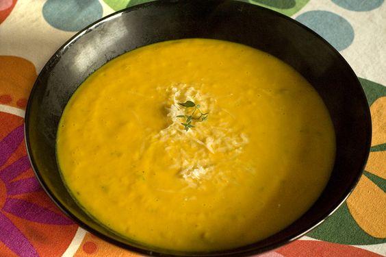 Kuerbissuppe mit Thymian und Parmesan