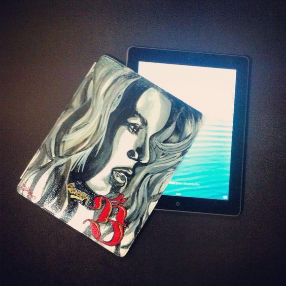 """Coque d' I pad  """"Beyoncé Drunk in love""""  custo Posca + peinture acrylique"""