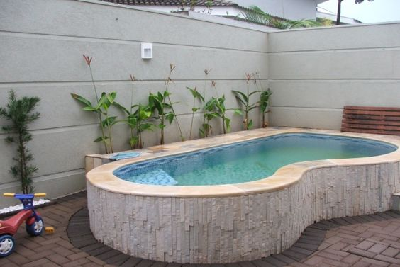Piscina de alvenaria pequena pesquisa google decora o for Ideas para piscinas pequenas