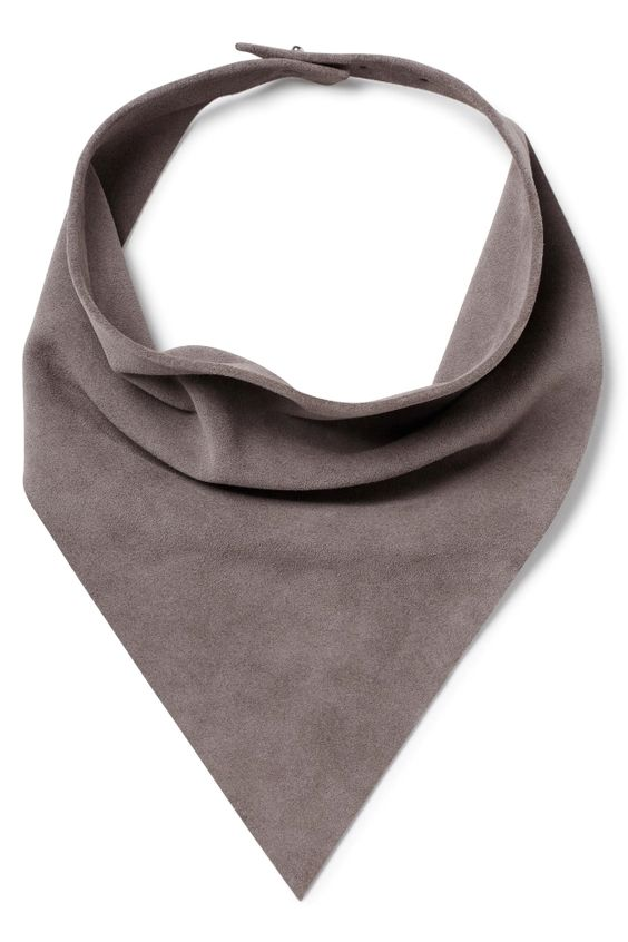 The Maze Scarf is atriangle-shaped scarf, made in thin suede with metal studs at the back-closure.We think thematte suede qualityand the sharp design gives this scarf a modern look. - Dimensions 37 cm x 47 cm.